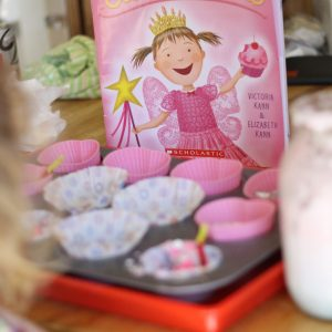 {Pinkalicious} Make a Pretend Cupcake Shop
