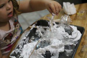 Stackable Egg Carton Snowmen L creates a scene