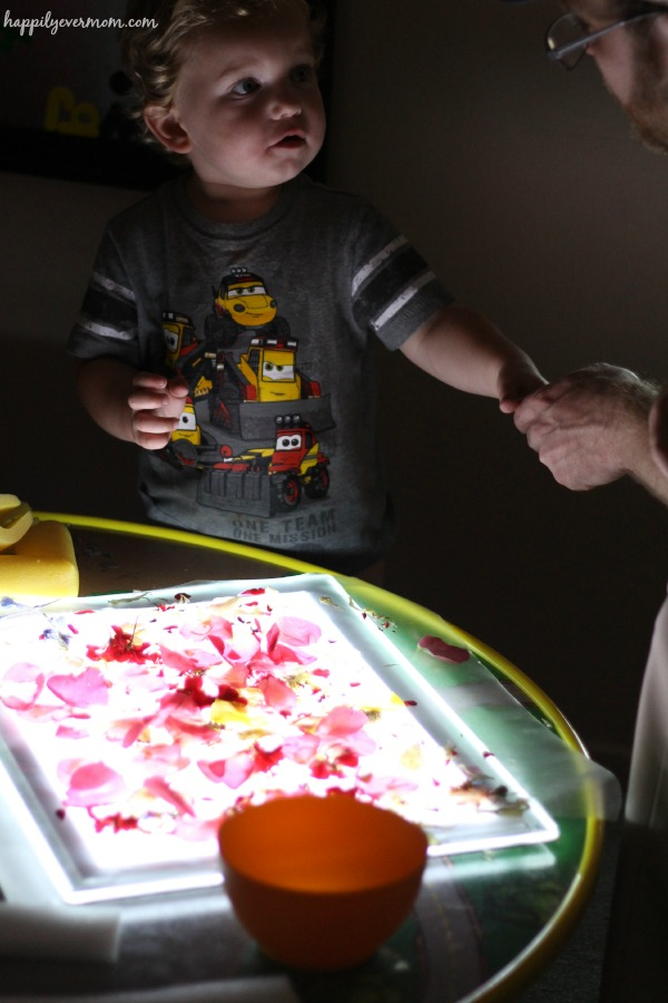 Quick flower activity on the light table that is great for toddlers, too!