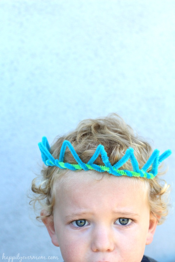 Simple pipe cleaner crowns