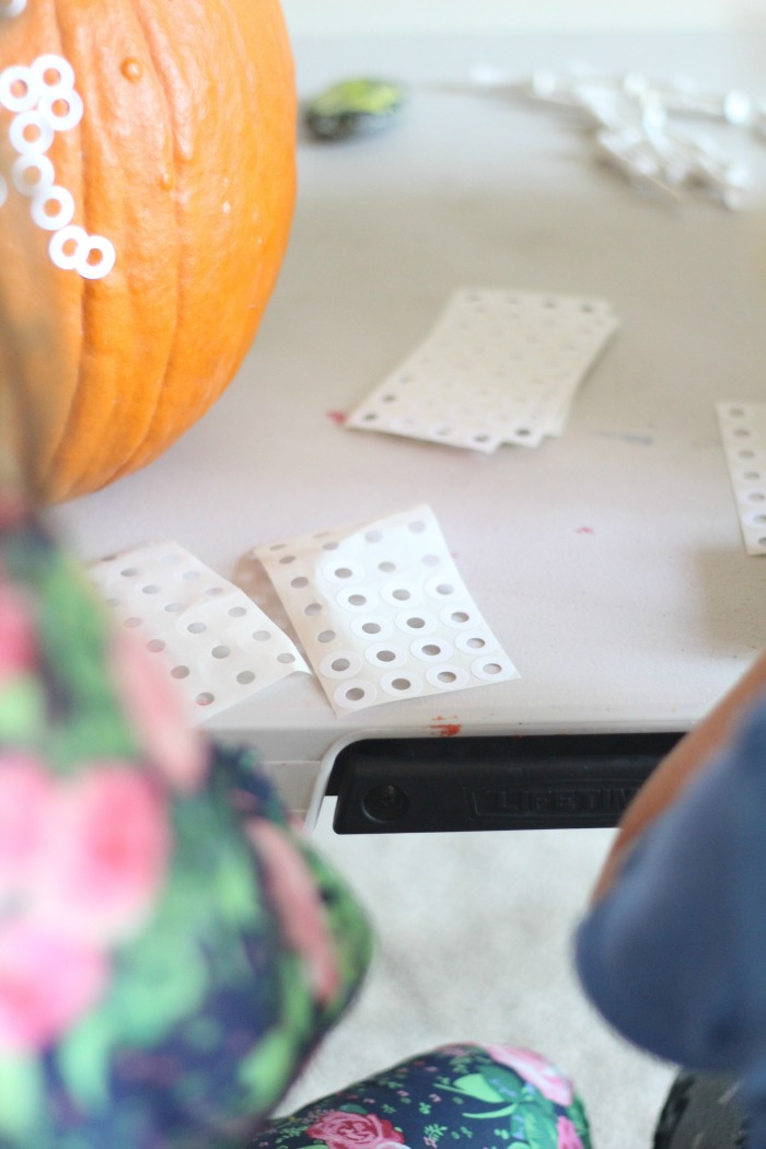 How did I not think of this?! What a great twist on this classic activity for kids. How to set up hammering pumpkins with toddlers and preschoolers with a fun new twist. See the video to see this activity in action. Super fun and engaging for kids!
